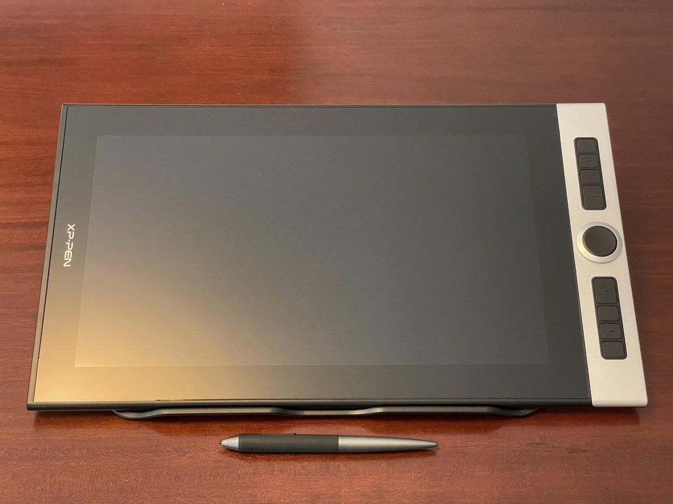 Customizable buttons on the side of the tablet, as well as a dial, can help improve your artistic workflow.