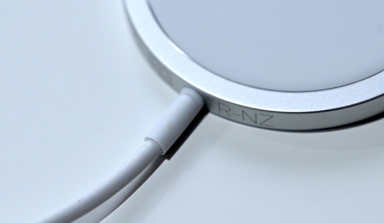 A stress mark on the MagSafe overmold very close to the metal edge