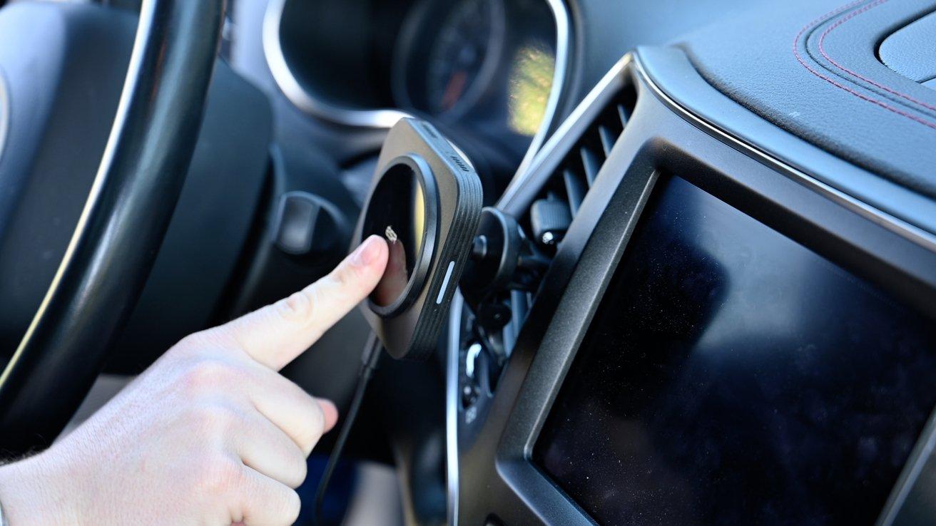 Магнитное автомобильное зарядное устройство ESR HaloLock