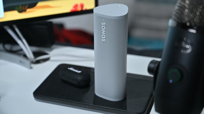 Wirelessly charging the Sonos Roam on the Nomad Basestation Pro