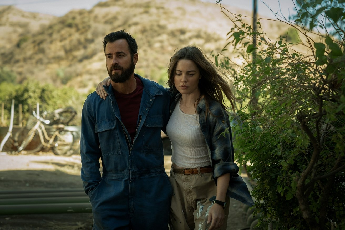 Melissa George and Justin Theroux on the Apple TV+ original series The Mosquito Coast