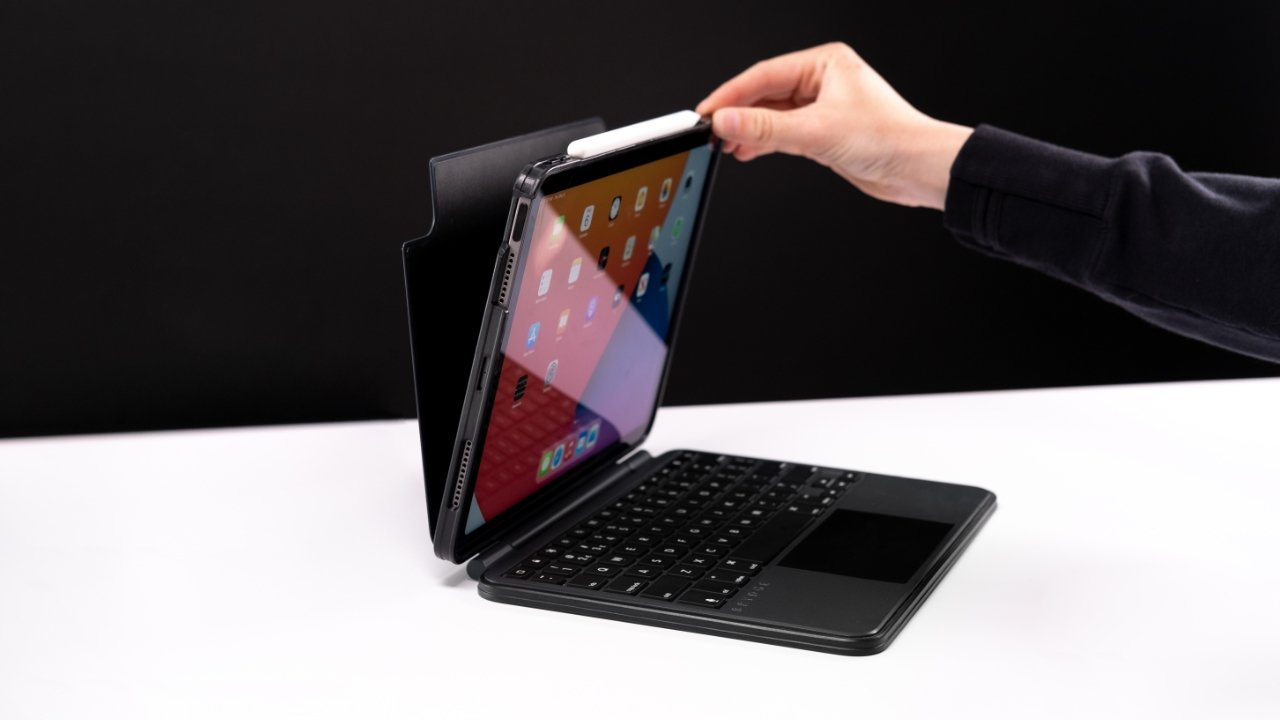 The magnetic SnapFit case uses the magnets in the iPad for an easy and secure attachment