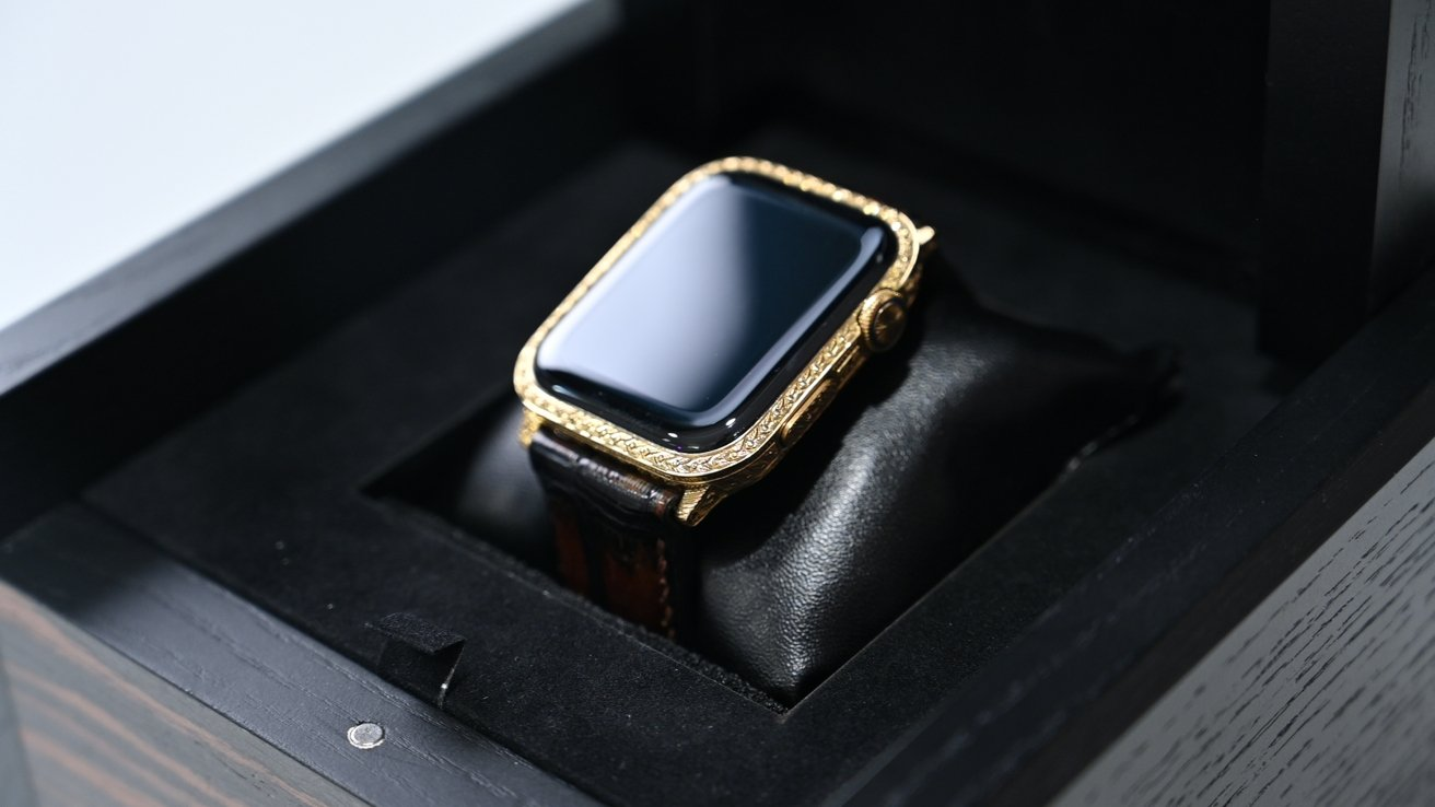 You can't add your Apple Watch Sport Band to this timepiece.