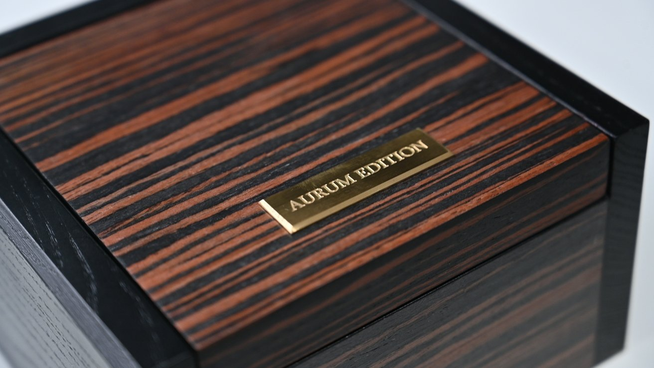 Aurum-Edition made the unboxing experience comparable to traditional high-end watches.