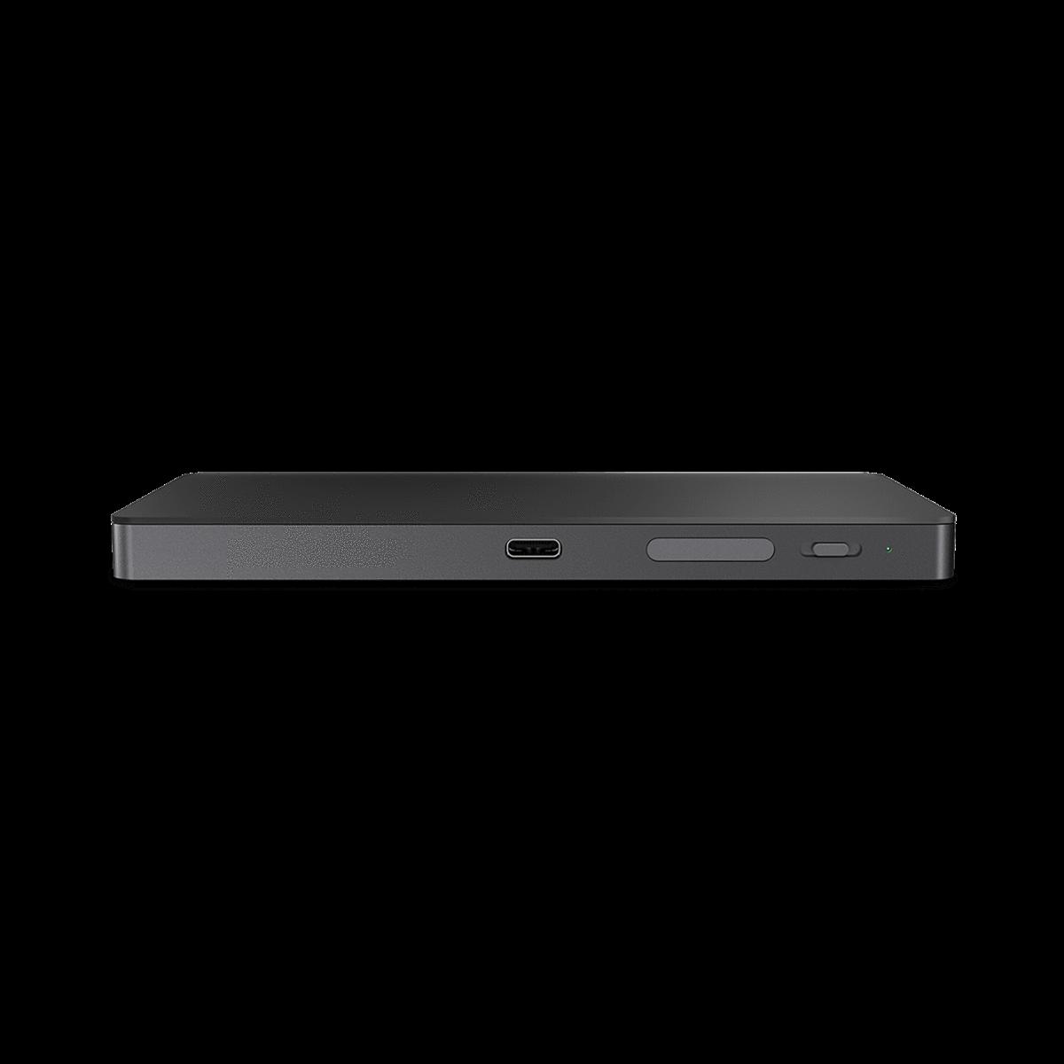 Порт USB-C для зарядки и порт антенны на трекпаде iTrack