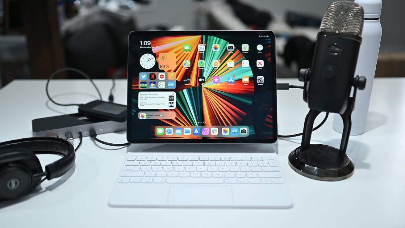 Many accessories on a Thunderbolt Dock