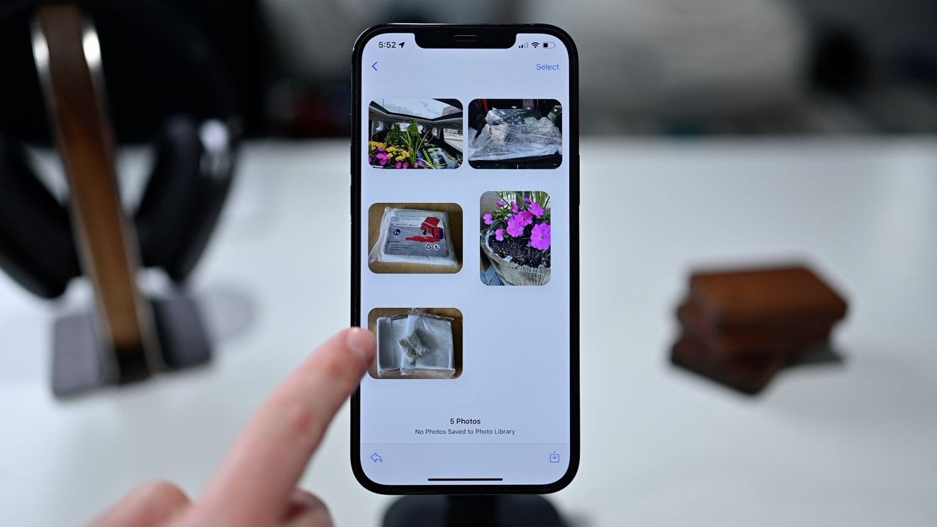 Viewing a batch of photos in iOS 15