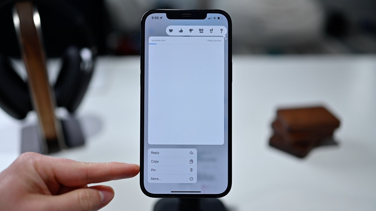 Pinning content in the Messages app