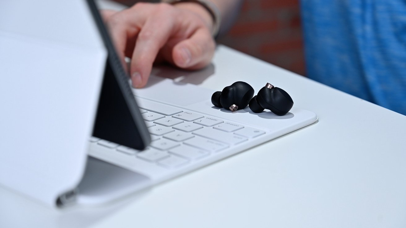 Sony XM4 on iPad Magic Keyboard