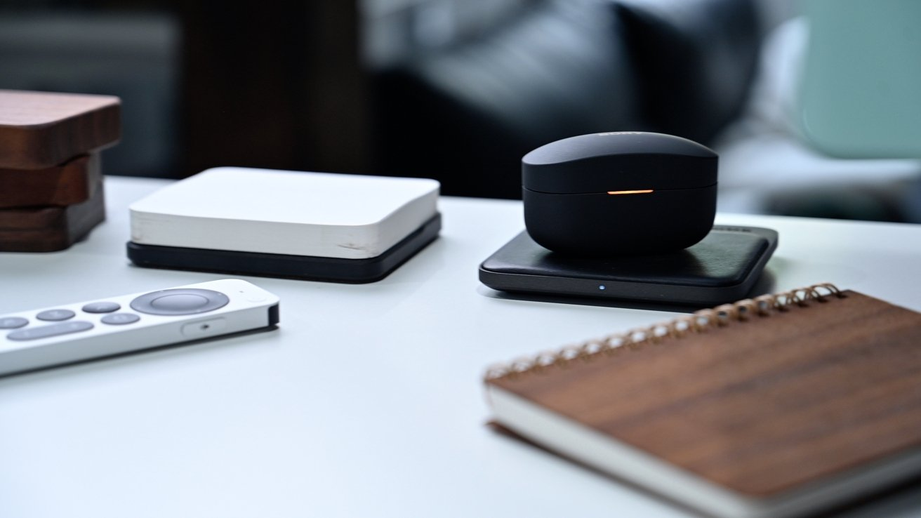 Wirelessly charging the Sony XM4 case