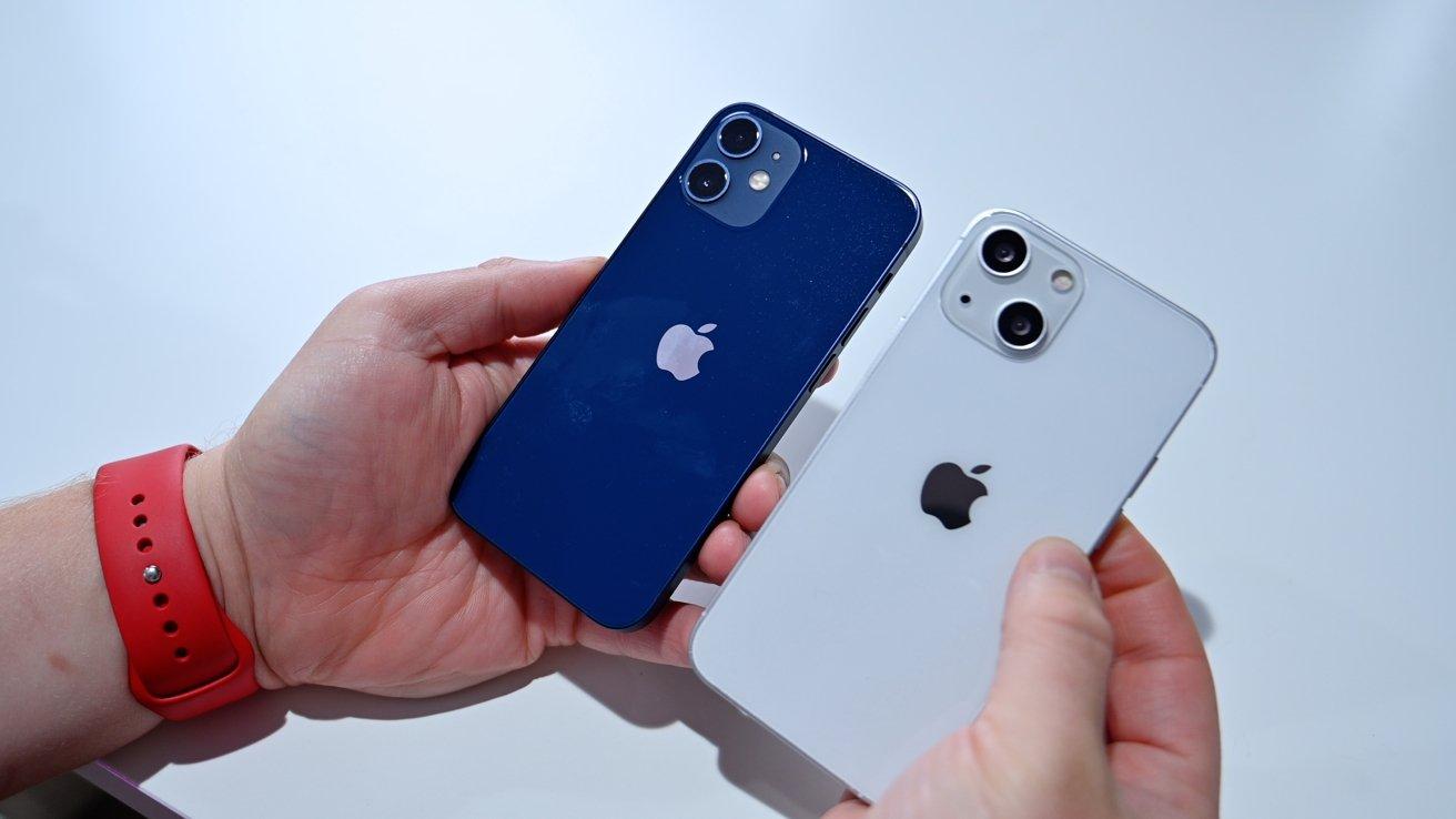 iPhone 12 mini (left) and iPhone 13 mini (right)