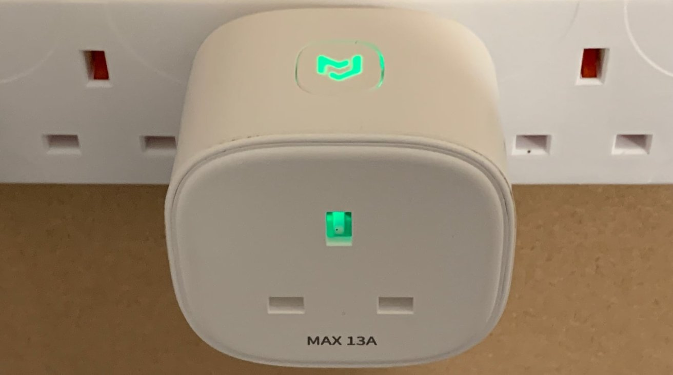 The button on the top pulls double duty as the indicator for the smart plug.