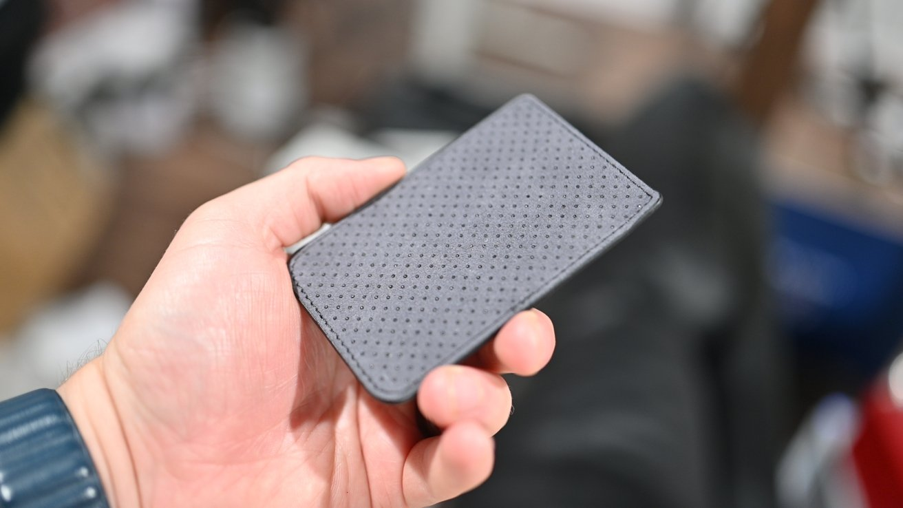 Silicone dots on the back of the Mous wallet