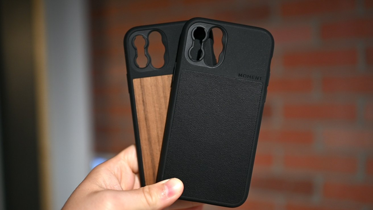 Moment's (M)Force case in black canvas and walnut