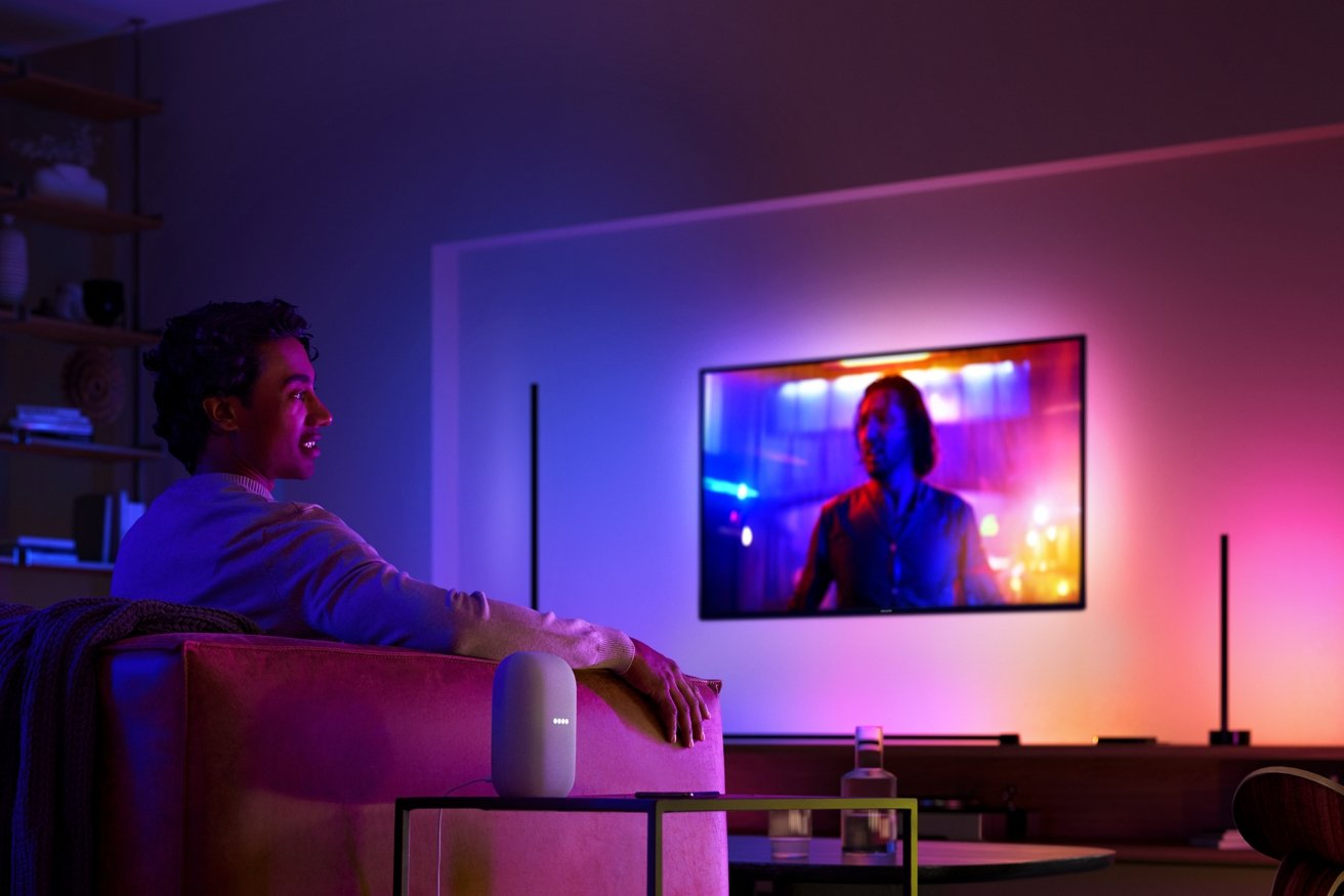 Watching a movie with the Hue Play Sync box and Gradient light tube