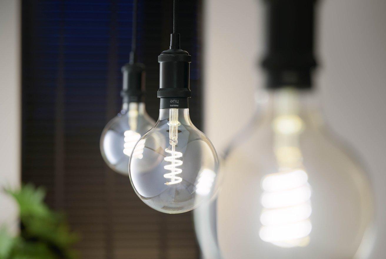 Hue's filament bulbs now support color temperature shifting