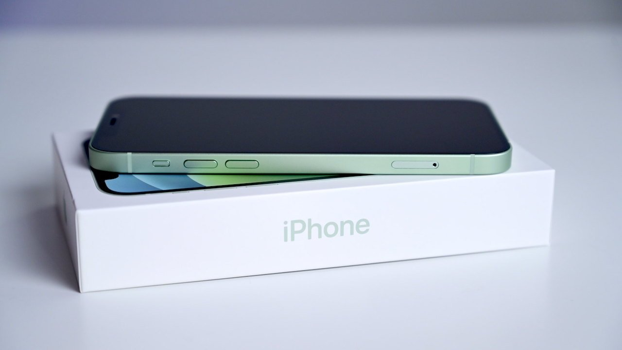 Taiwanese group says Apple harms on consumers by not including charger with iPhone
