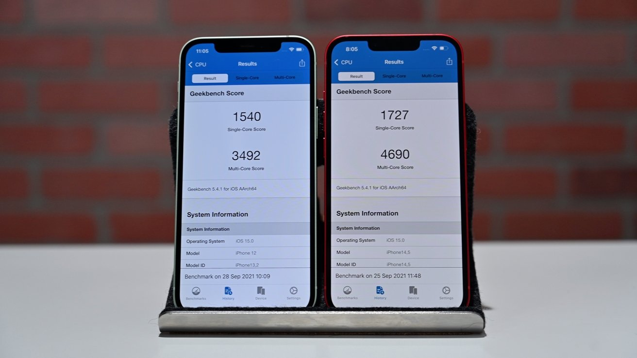Geekbench results of iPhone 12 (left) and iPhone 13 (right)