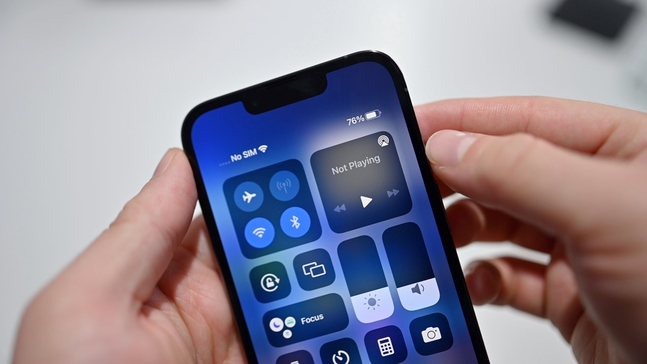 The battery life of the iPhone 13 is displayed in the Control Center
