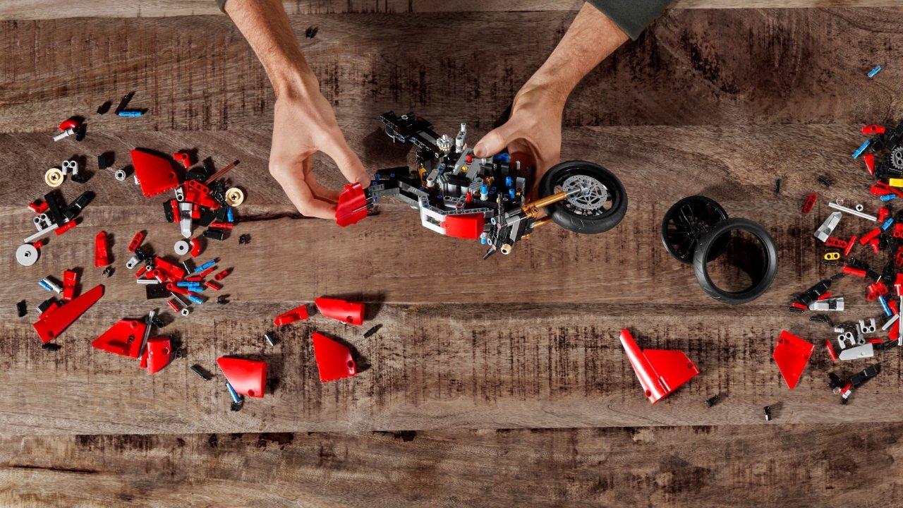 20% off Lego Technic Ducati Panigale V4
