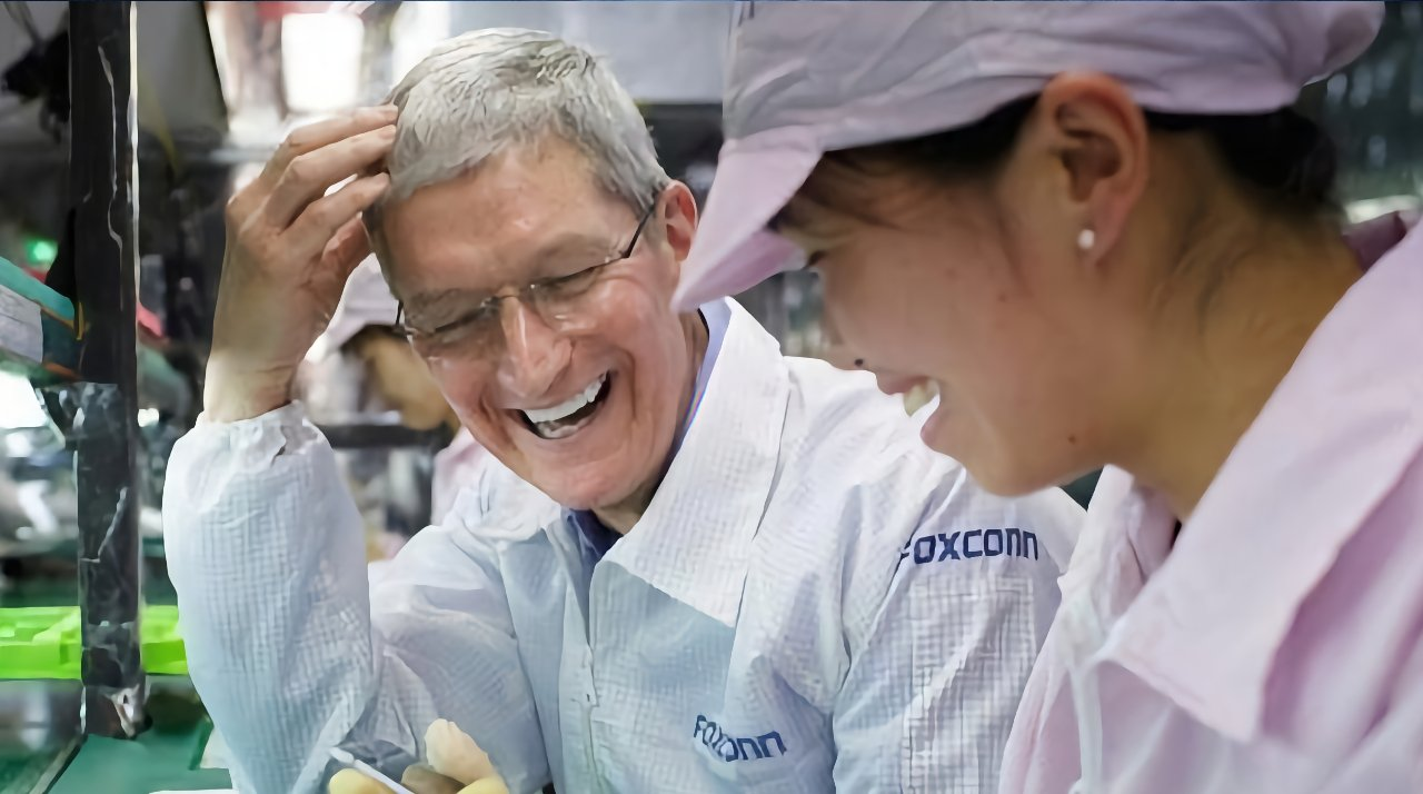 Tim Cook visiting China production
