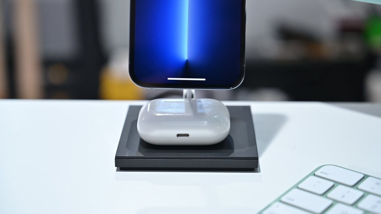 Charging AirPods Pro on Snap 2-in-1 Magnetic Wireless Charger