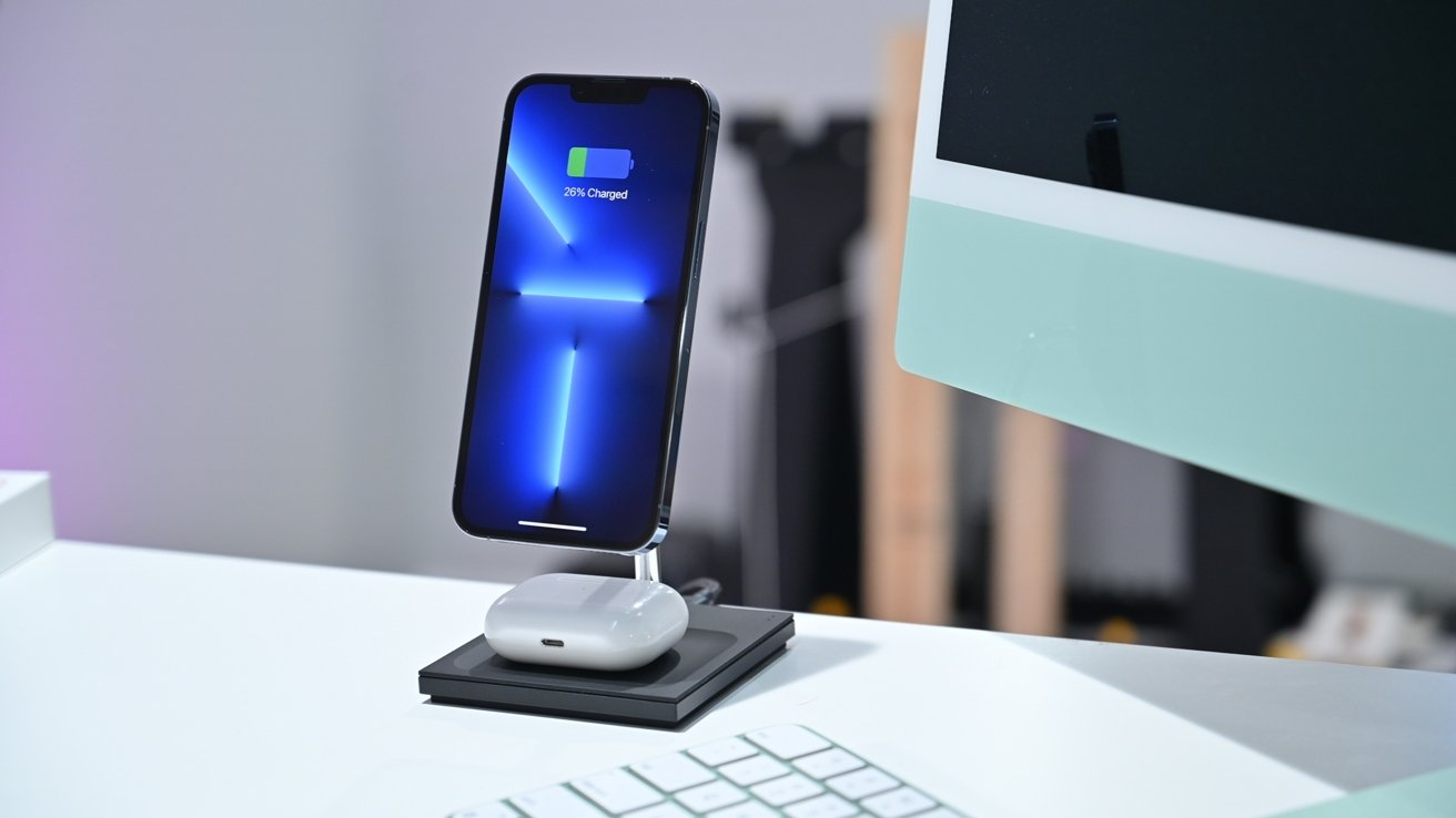 iPhone 13 Pro on the Snap 2-in-1 Magnetic Wireless Charger