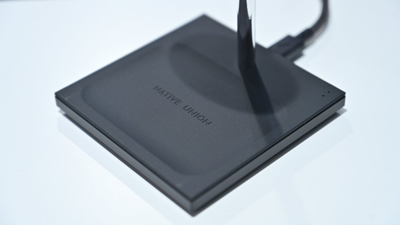 Native Union logo on the Snap 2-in-1 Magnetic Wireless Charger