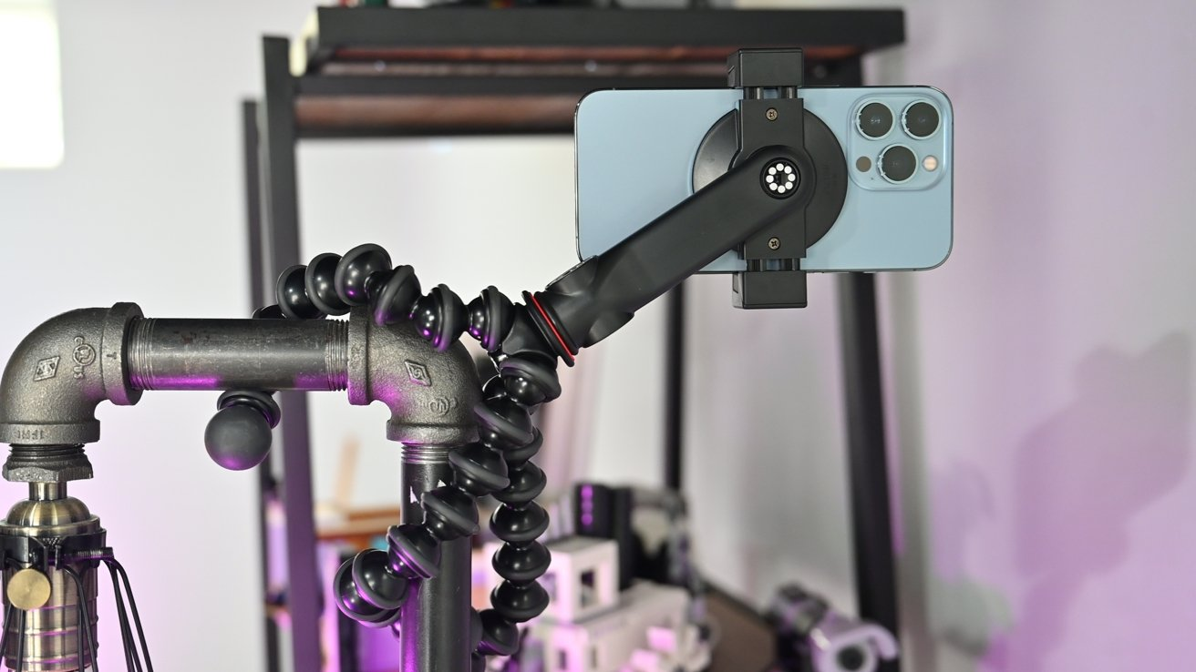 Hanging the GorillaPod on a lamp