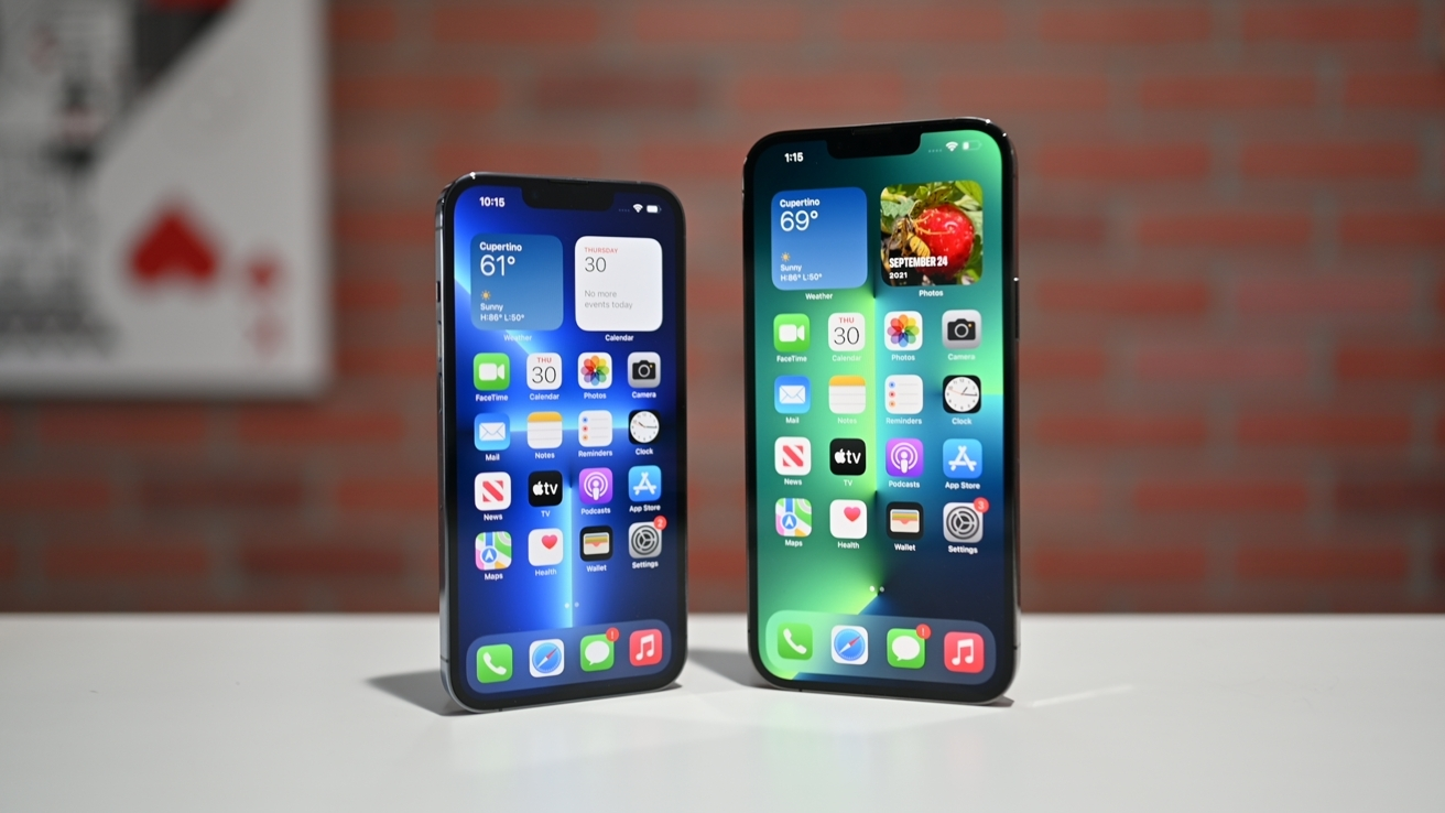 The iPhone 13 Pro (left) and iPhone 13 Pro Max (right) both offer ProMotion as a major feature.